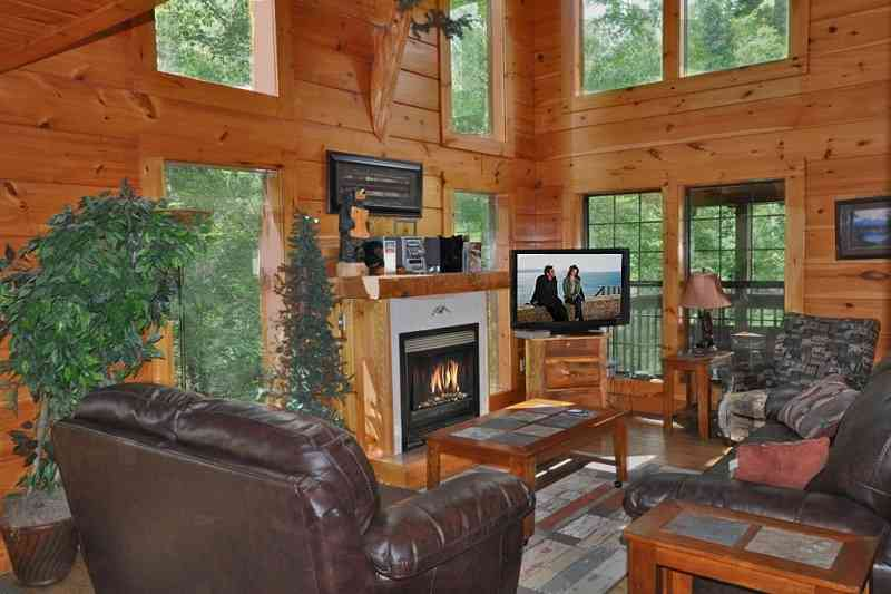 gatlinburg wears golden front mountain feature cabin cabins townsend secluded bear smoky valley