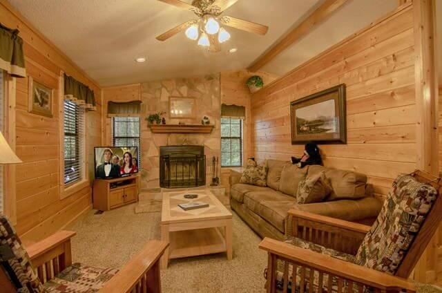 Black Bear Ridge Cabin 2 Bedroom 2 Bathroom Sleeps 6